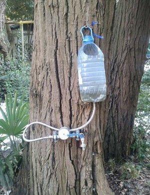 Как сделать умывальник из пластиковой бутылки на даче своими 239