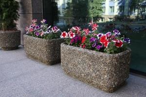 Бетонные вазоны для цветов