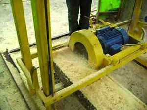 Угловая дисковая пилорама применяется в домашней мастерской