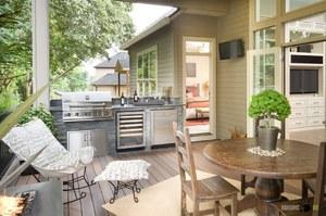 Зона барбекю для приготовления пищи на даче
