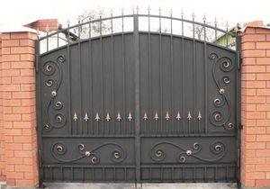 Ворота металлические с кованными украшениями