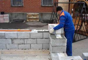 Правила строительства сарая из пеноблоков своими руками
