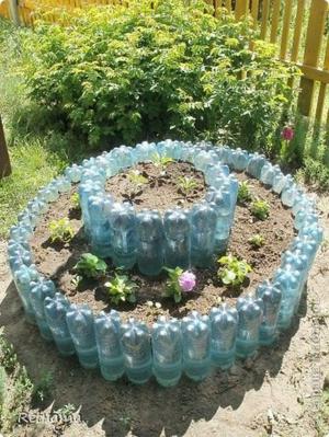 Ограждение из пластиковых бутлок