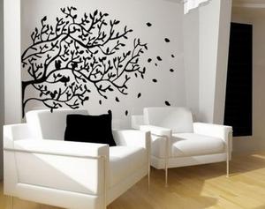 Трафареты деревьев помогут интересно оформить стены комнаты.