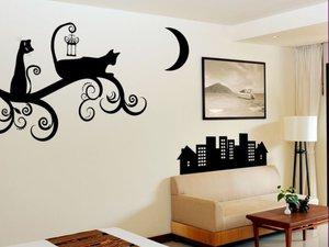 Декор стен при помощи готовых трафаретов сделать можно самому.