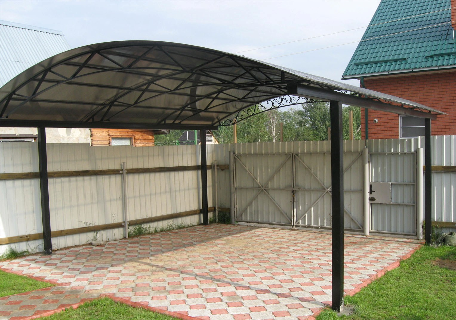 площадка и навес для машины на даче