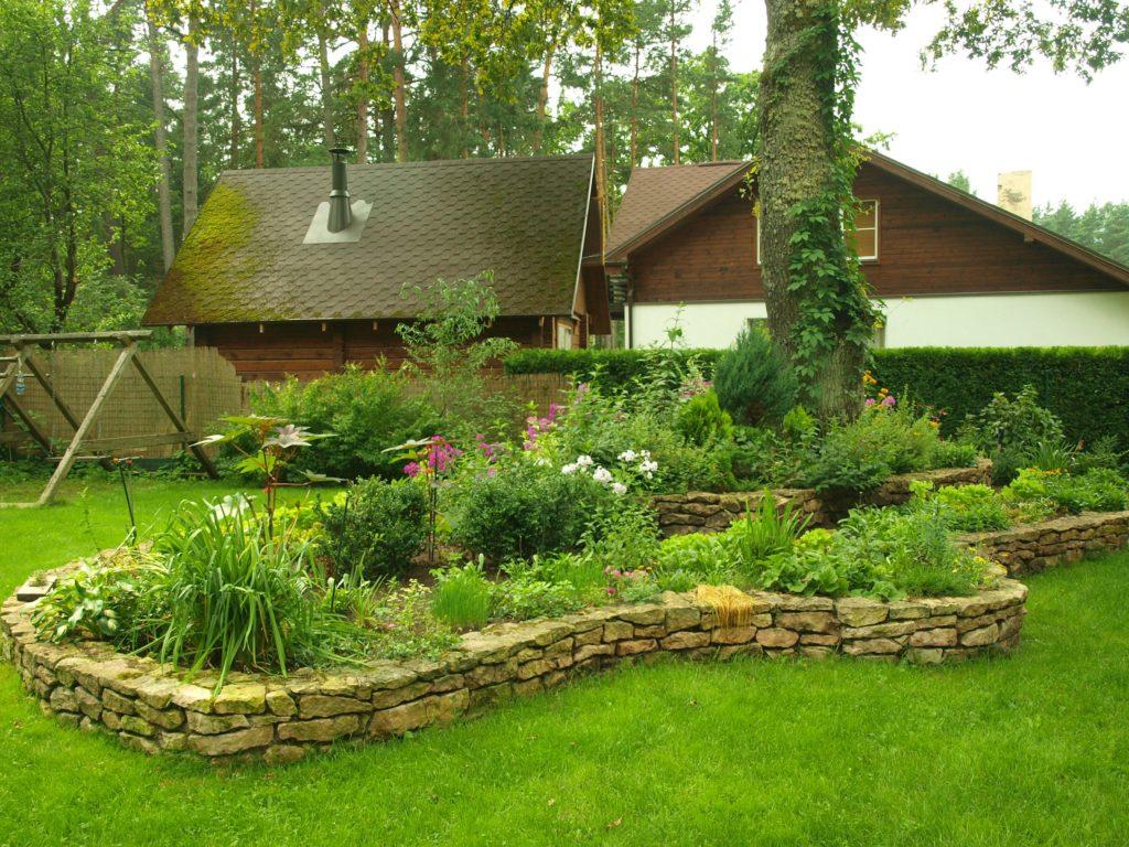 С чего начать оформление двора частного дома