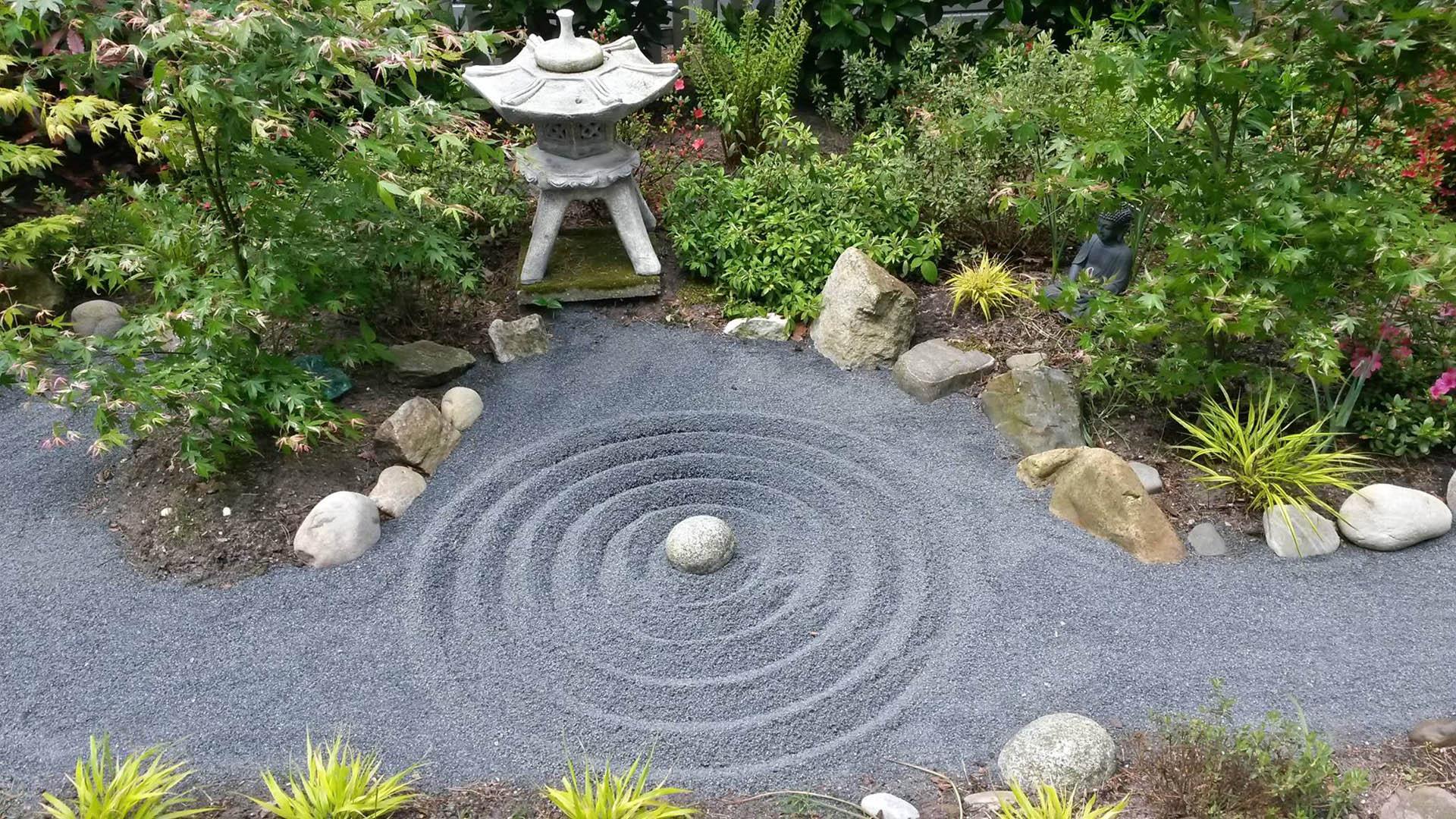 Создание японского сада камней на участке: азы и идеи
