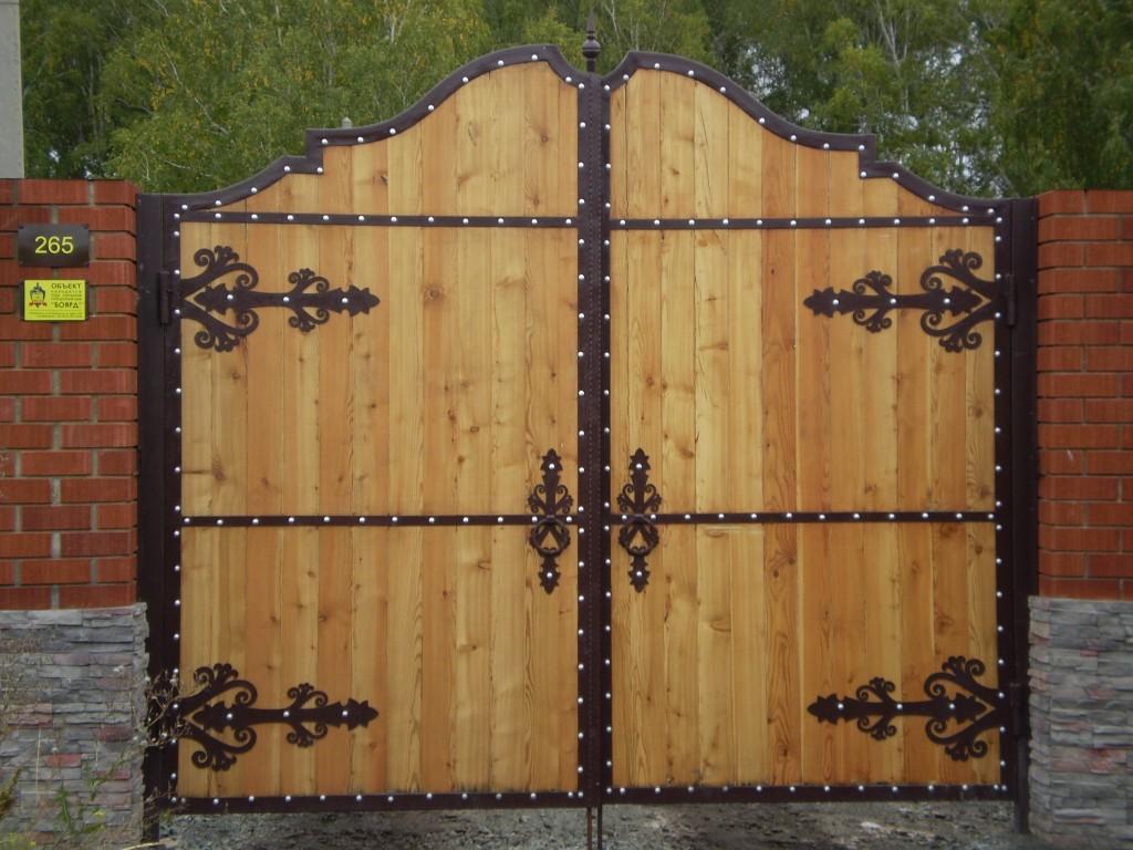 Варианты деревянных ворот