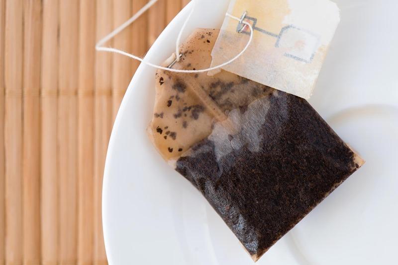 Не только для заварки: чайные пакетики способны сослужить вам добрую службу на участке