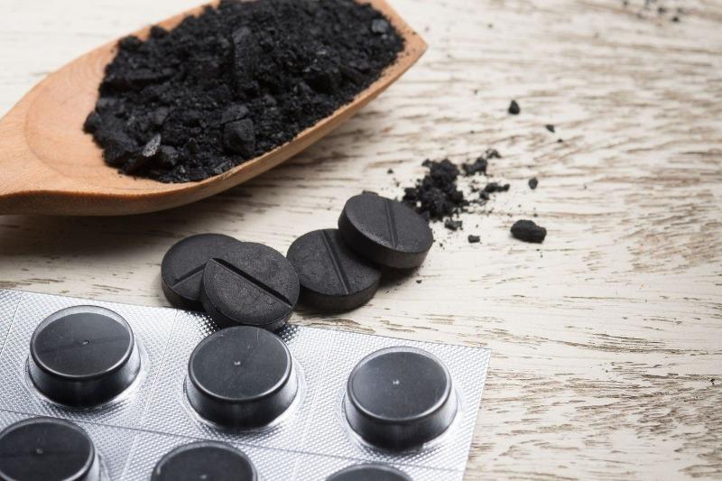 Применения активированного угля на даче: 5 полезных свойств