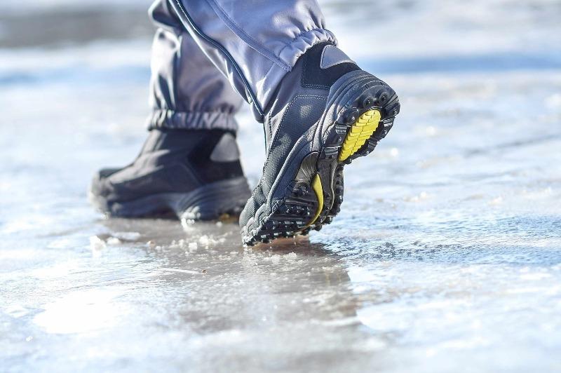 Чтобы обувь не скользила: 5 трюков с подошвой, которые сделают вас устойчивее