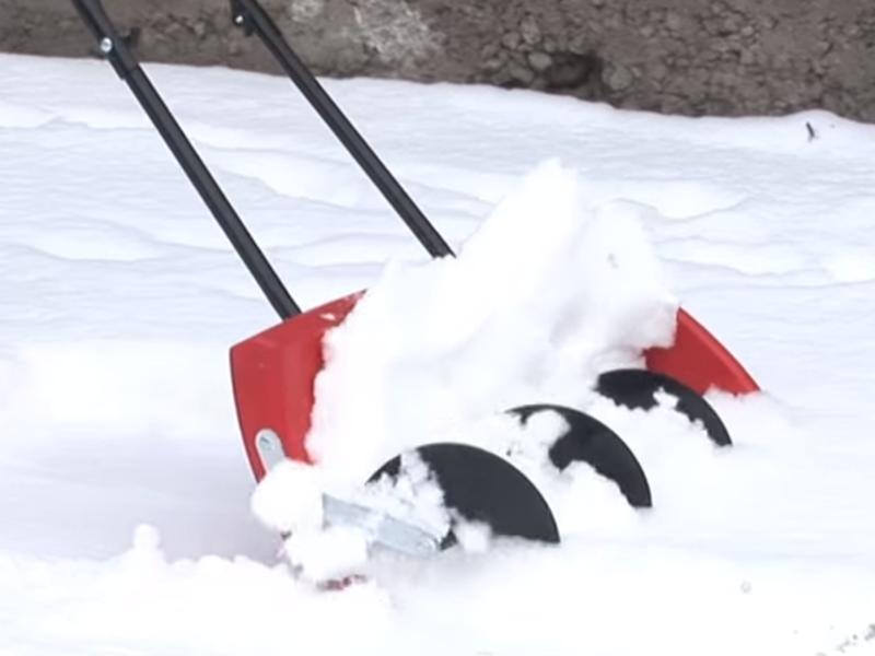 Электрическая снегоуборочная лопата: виды и характеристики