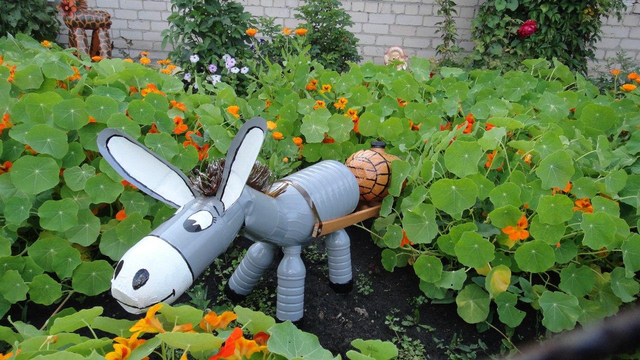 Поделки из пластиковых бутылок для сада и огорода: описание и фото